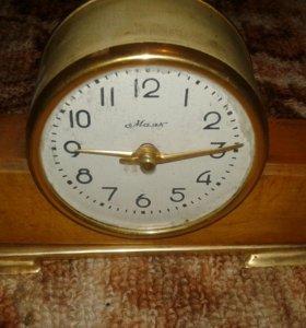 Старые часы.