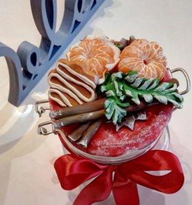Ложечки и баночки с декором