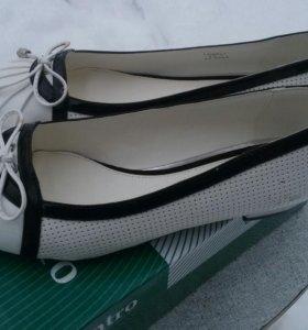Туфли Centro белые лак. новые иск. кожа 40 разм.