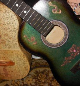 Гитары с красивым декором.