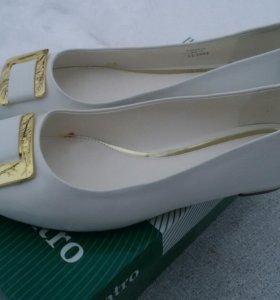 Туфли Centro белые лак. иск. кожа новые 40 разм.