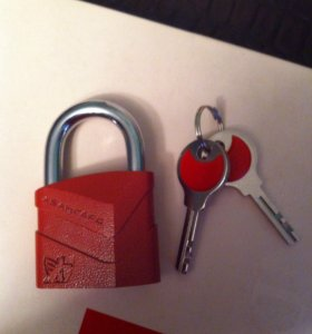Замок навесной и 2 ключа.