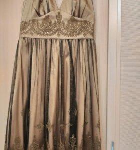 Продается очень красивое платье.