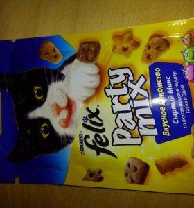 Лакомства для котов,  котят и кошек