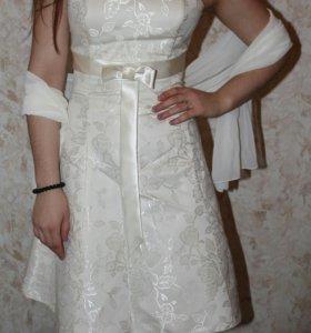 Праздничное платье с шарфом