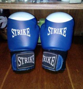 Боксёрские перчатки 12oz