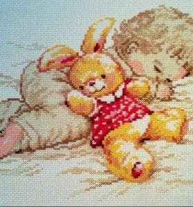 Вышивка крестиком малышка с зайцем.