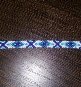 браслет голубой из ниток