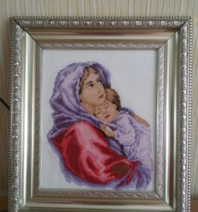 Картина вышитая нитками Женщина с ребенком