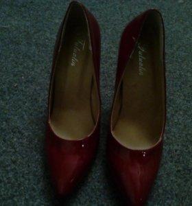 Туфли лакированные новые 38