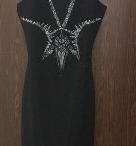 Платье черное футляр обтяг