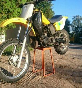 Кроссовый мотоцикл Suzuki RM80