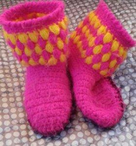 Вязаные тапочки и носочки.