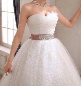 Совершенно новое изысканное свадебное платье