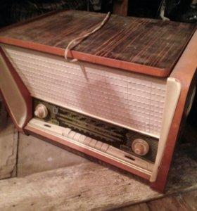 Радиопроигрыватель пластинок раритет