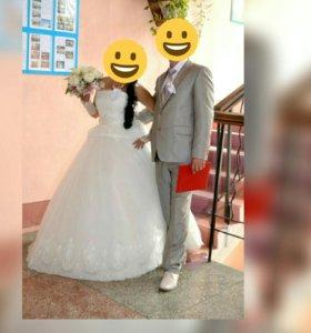 Платье свадебное,перчатки и подьюпник и туфли.