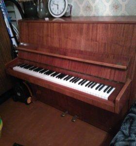 Отдам пианино. ТРЕБУЕТ НАСТРОЙКИ