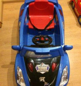 Детский автомобиль на аккумуляторе.