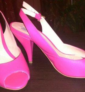 Новые розовые туфли