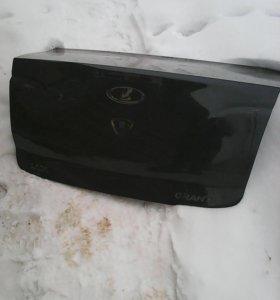 Крышка багажника на Lada Granta