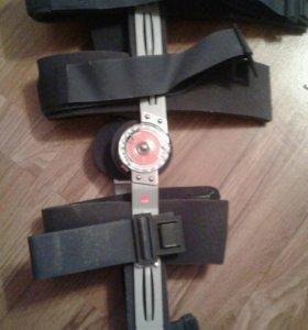 Реабилитационный коленный ортез с регулятором