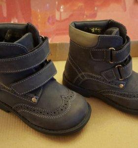 Демисезонные ботинки р.23