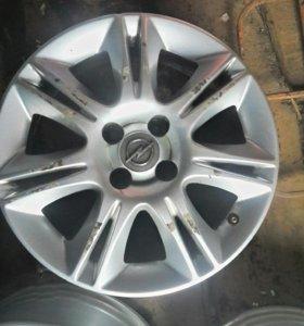 Комплект литых дисков от а / м opel corsa r15