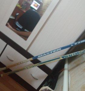 2 хокейные клюшки