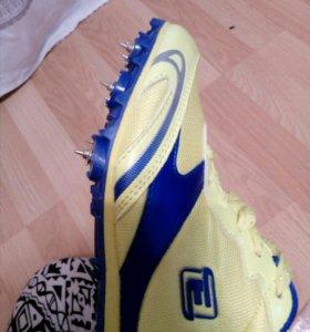 Шипованые кроссовки для бега