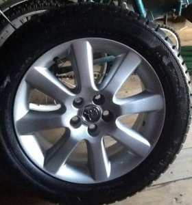 Оригинальные Тойота в сборе, резина на дисках R16