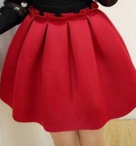 Красная юбка из неопрена