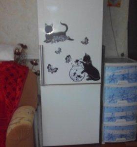 Торг! Продам холодильник. Не морозит!