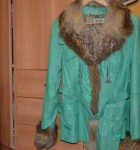 Кожаная куртка с натуральным мехом.