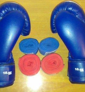 Боксерскик перчатки + две пары бинтов