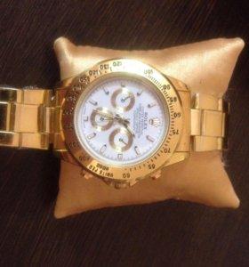 Новые часы золотистые