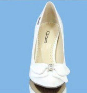 Туфли Conni белые