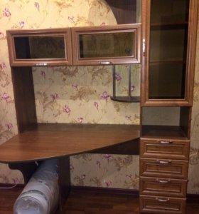 Компьютерный стол-стенка и стул