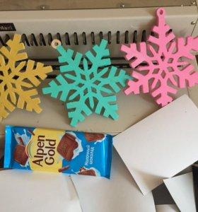 Новогодние игрушки снежинки