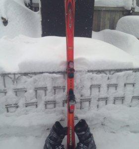 Горнолыжные лыжи с ботинками