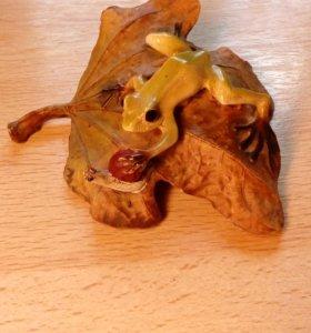 Статуэтки лягушек