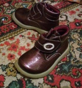Обувь девочку.