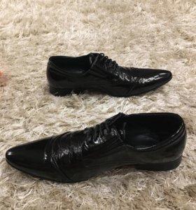 Мужские туфли лакированные