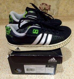 Adidas кроссовки дутики р 35