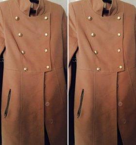 Пальто демисезонное , стильное , очень удобное