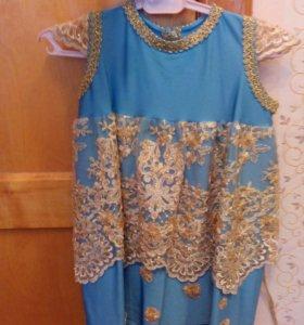 Платье праздничное с золотым кружевом на 1-2 года