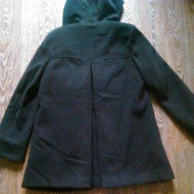 Женское черное пальто на подкладе с капюшоном