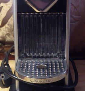 Капсульная кофемашина Nespresso Krups.