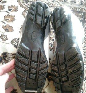 Ботинки для лыж.2 полоски.Размер 40