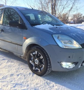 Ford Fiesta 2005 год.