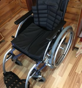 Новое инвалидное кресло с тормозами